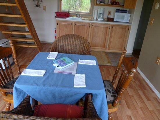 Denali Overlook Inn: Nortrhern Exposure Cabin Kitchen