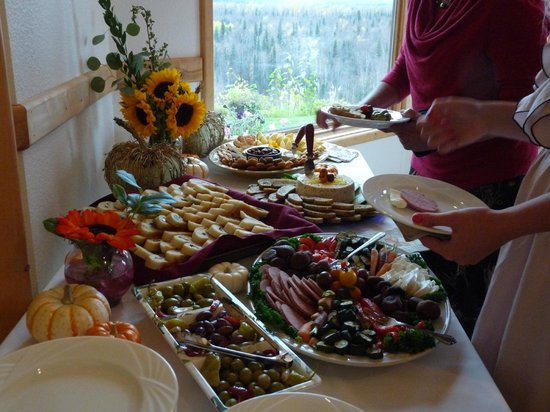 Denali Overlook Inn: Wedding - Catered by Flying Squirrel Bakery