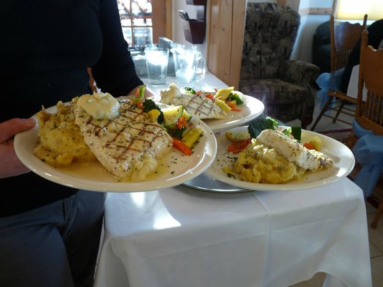 Denali Overlook Inn: Halibut  - Catered by Twister Creek/Denali Brewing