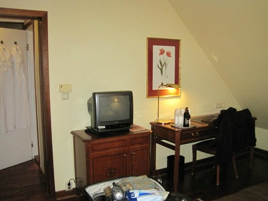 First Hotel Reisen:                   Our TV---who needs to watch TV on vacation? Really?