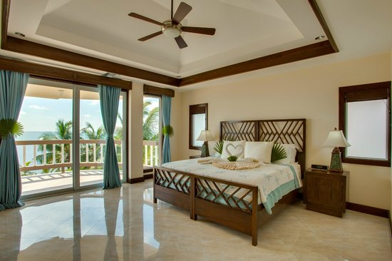 Grand Caribe Belize Resort and Condominiums: Spacious Master Bedroom in Grand Caribe Mansion