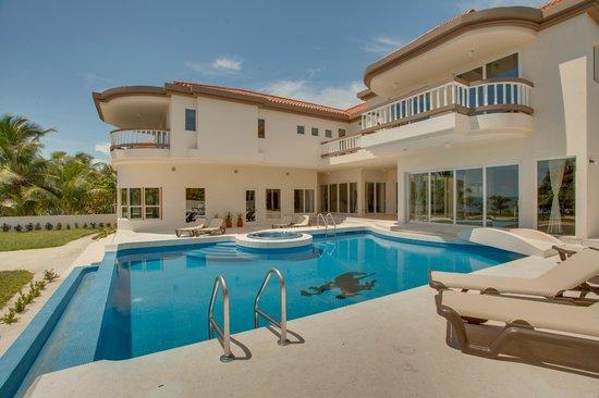 Grand Caribe Belize Resort and Condominiums: View of Pool and Mansion at Grand Caribe Belize Resort & Condominiums