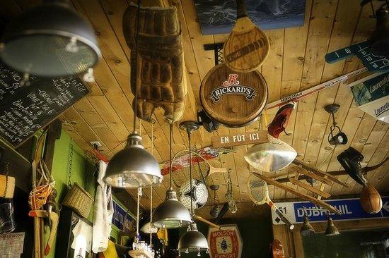 Burger Pub : Des souvenirs sportifs au fil des ans!