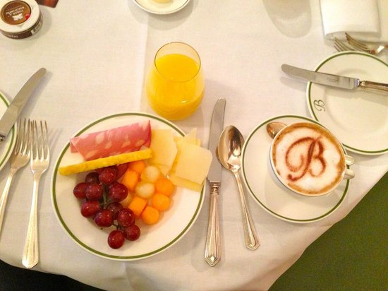 Brown's Hotel: Breakfast frenzie