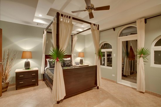 Grand Caribe Belize Resort and Condominiums: Unit C9 - 3 Bedroom - Spacious Master Bedroom
