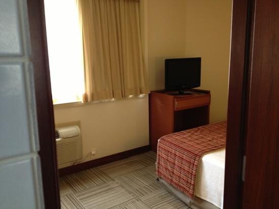 Comfort Suites Brasilia:                   quarto pequeno