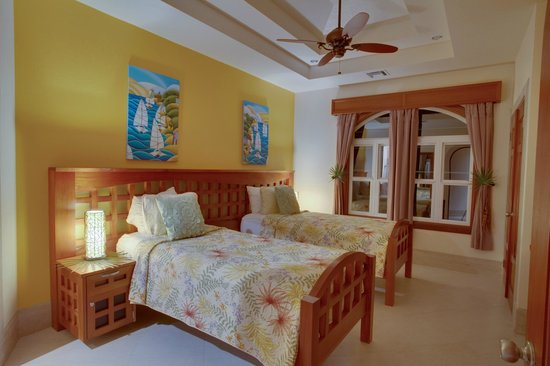 Grand Caribe Belize Resort and Condominiums: Unit D7 - 3 Bedroom Suite - Two Single Beds in Guest Bedroom