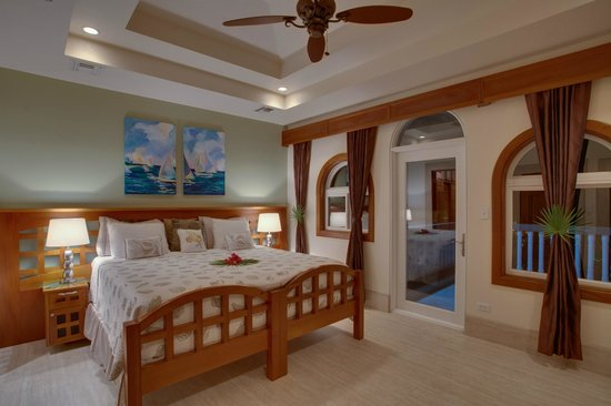 Grand Caribe Belize Resort and Condominiums: Unit D7 - 3 Bedroom Suite - Spacious Master Bedroom