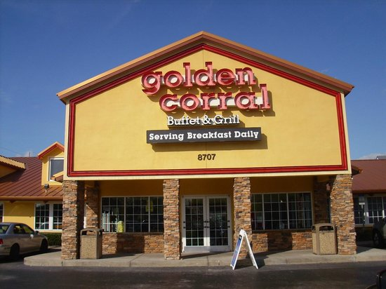 Golden Corral: Frente del local.