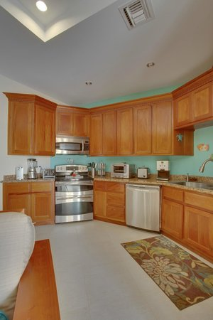 Grand Caribe Belize Resort and Condominiums: Unit D8 - 1 Bedroom Suite - Fully-Equipped Kitchen
