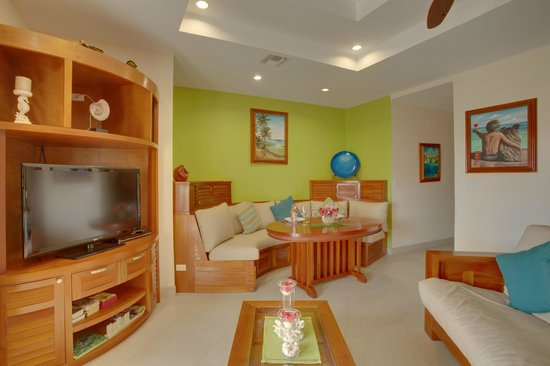 Grand Caribe Belize Resort and Condominiums: Unit D8 - 1 Bedroom Suite - Living Room