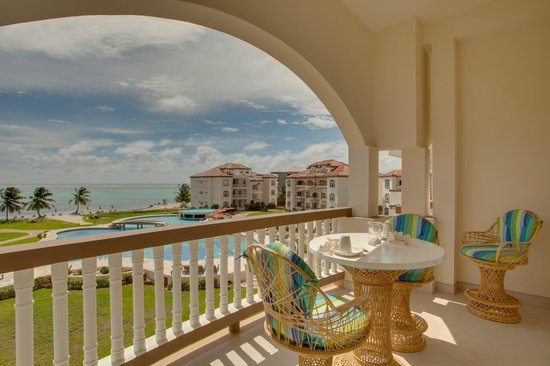 Grand Caribe Belize Resort and Condominiums: Unit D8 - 1 Bedroom Suite - View from Patio