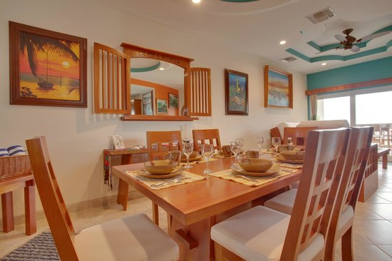 Grand Caribe Belize Resort and Condominiums: Unit E4 - 2 Bedroom Suite - Dinner Table