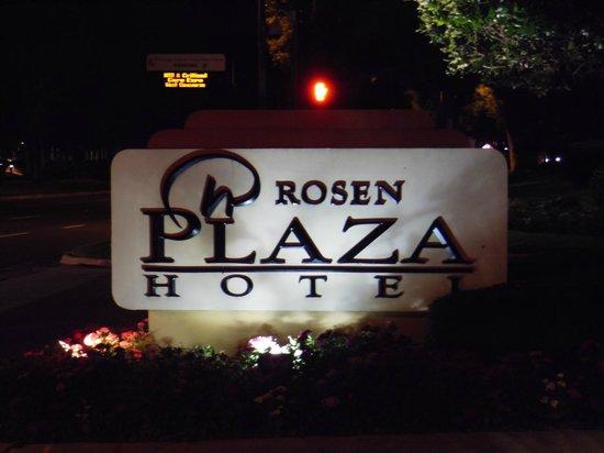 Rosen Plaza Hotel: Entrada