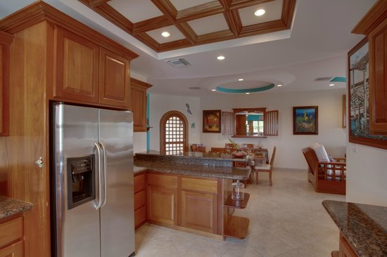 Grand Caribe Belize Resort and Condominiums: Unit E4 - 2 Bedroom Suite - Fully-Equipped Kitchen
