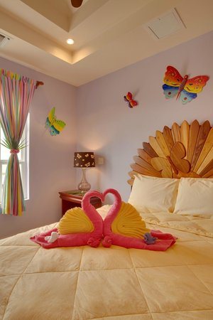 Grand Caribe Belize Resort and Condominiums: Unit F9 - 3 Bedroom Suite - Master Bedroom
