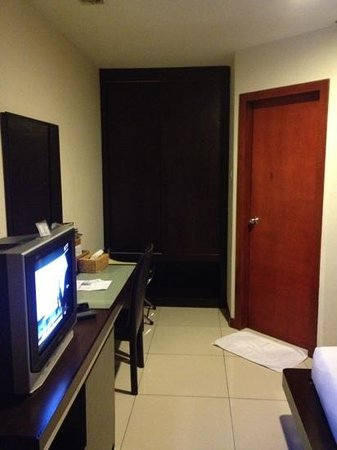 Kinabalu Daya Hotel:                   other side of the room. space sufficient for 2person