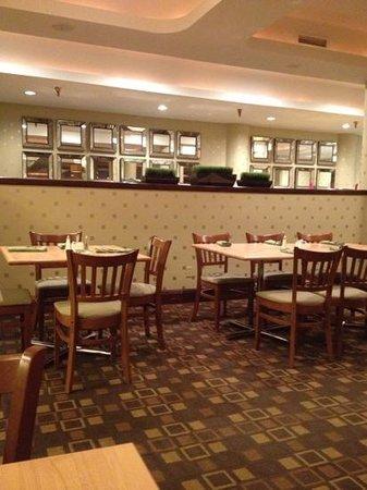DoubleTree Denver Aurora: dining area