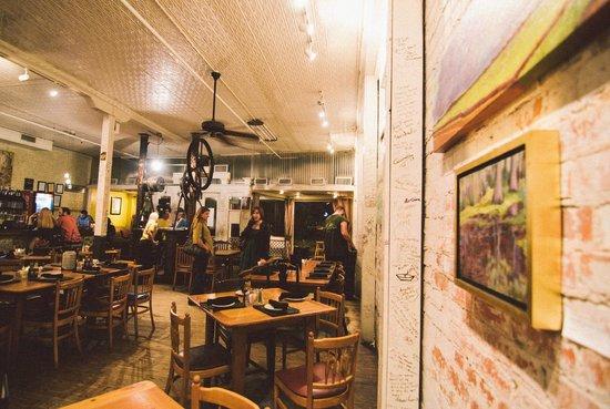 Cafe Des Amis Café
