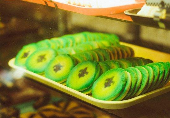 Poupart Bakery : Mardi Gras cookies