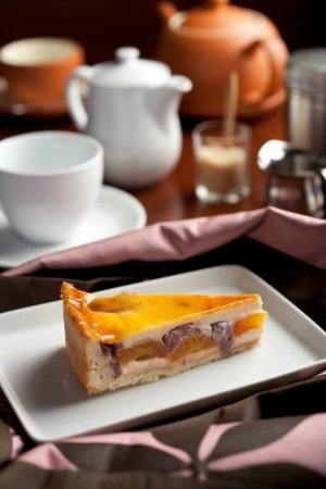 Cafe Benoni: Strawberry Apricot tart