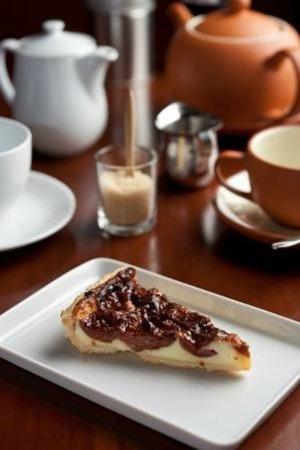 Cafe Benoni: Plum tart
