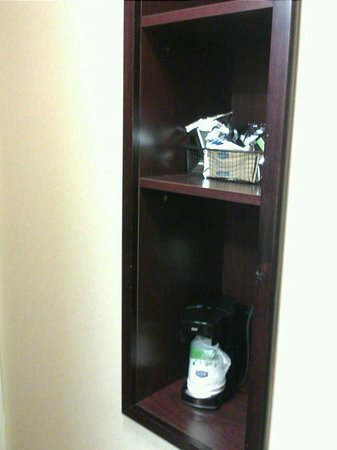 Hampton Inn Syracuse Clay:                   Coffeemaker nook in bathroom