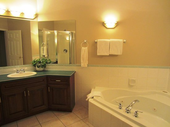 Bighorn Meadows Resort:                   Jacuzzi tub, separate shower and separate toilet