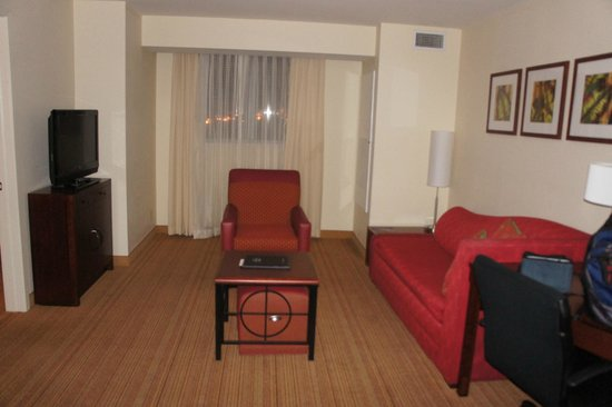 Residence Inn by Marriott Miami Airport: Sitting area of 1 Bedroom suite