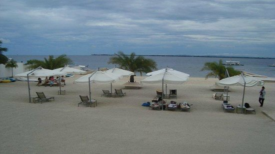 BE Resort, Mactan:                   beach grounds