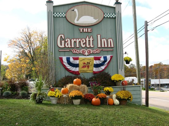 The Garrett Inn: Entrance Sign