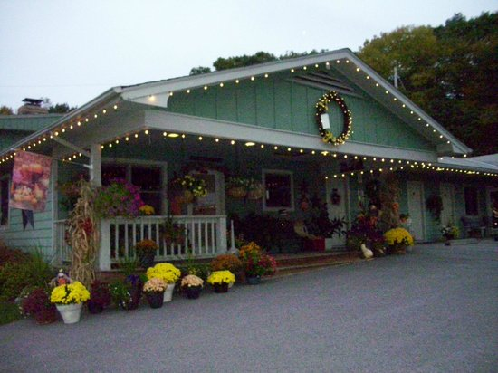 The Garrett Inn : Our Front Porch