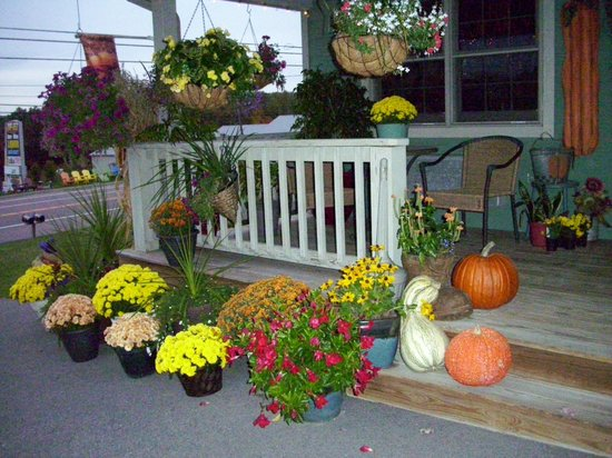 The Garrett Inn: Our Front Porch