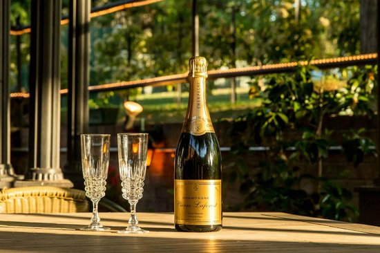 Beaufort House: Enjoy a quick sparkling