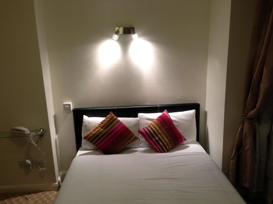Abbey Court Hotel:                   Super comfy bed!