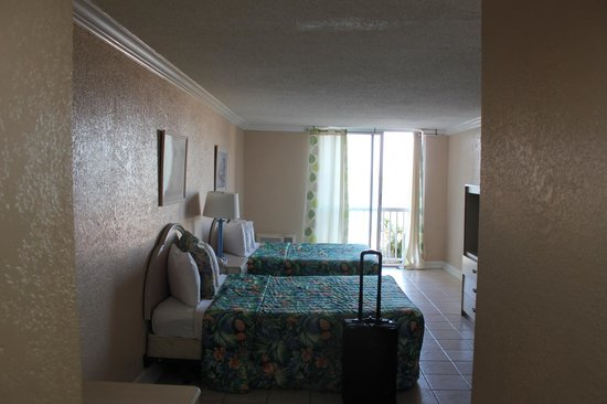 Junkanoo Beach Resort: Room 409 - Twin