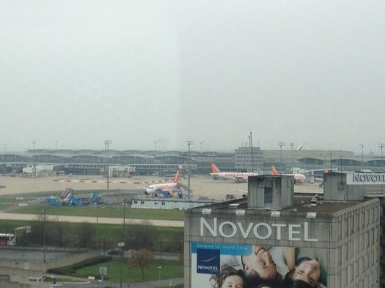 Ibis Paris CDG Airport:                   ホテルの窓から見たCDG