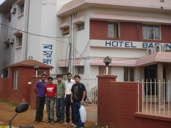 Hotel Basundhara: Hotel Outside