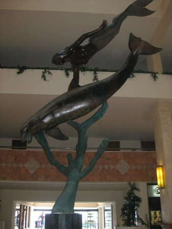 Golden Parnassus All Inclusive Resort & Spa Cancun:                   Lobby Statue