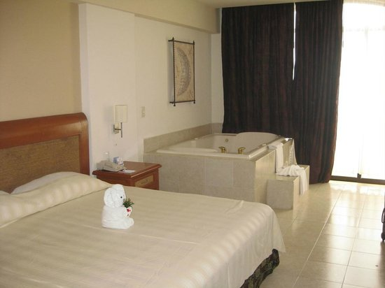 Golden Parnassus All Inclusive Resort & Spa Cancun:                   Sixth Floor Club Room