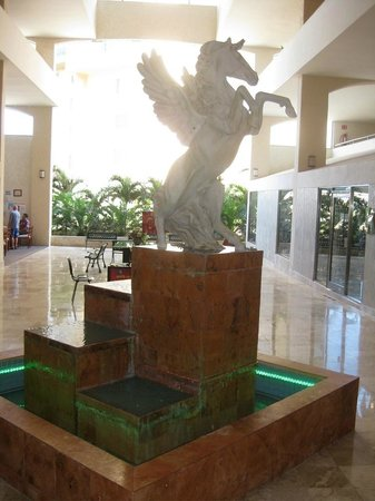 Golden Parnassus All Inclusive Resort & Spa Cancun:                   Pegaus Statue in the shopping area