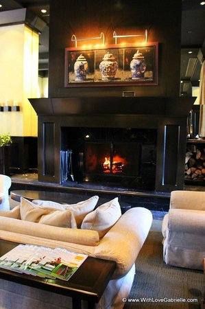 Hotel Le Germain Quebec:                   Fireplace in the lobby