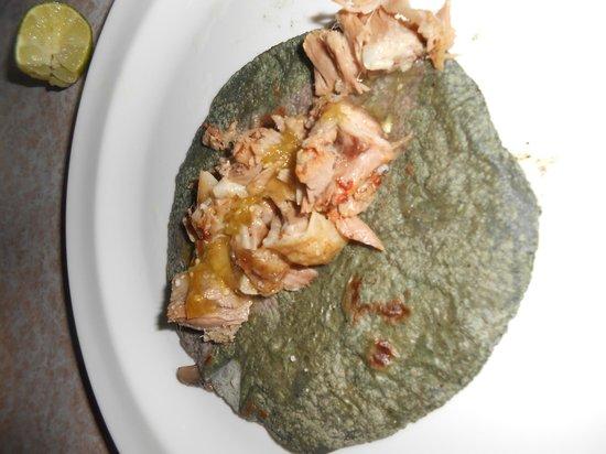 Barbacoa Santiago: Taco de barbacoa deliciosa opcion de salsa verde o roja