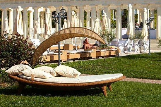 Potidea Palace Hotel:                   у бассейна