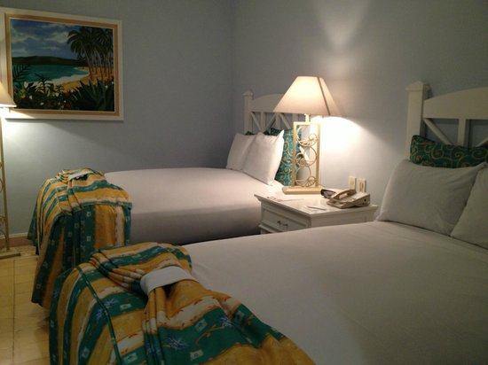 Pueblo Bonito Emerald Bay: Master bedroom with two full beds