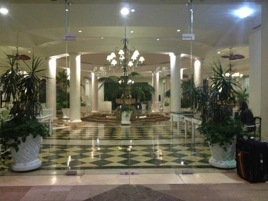 Pueblo Bonito Emerald Bay: Entrance to lobby
