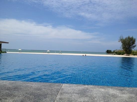 فور بوينتس باي شيراتون لانجكاوي ريزورت:                   grande piscine..                 