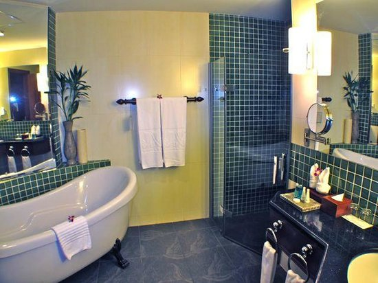 The Privilege Floor by BOREI ANGKOR :                   adequte bathroom