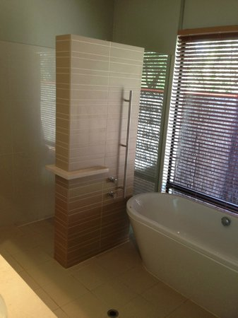 Pullman Bunker Bay Resort Margaret River Region:                   Bath and shower