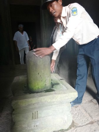Angkor Wat Tour Guides - Private Day Tours:                   phallic symbol... they put water on top to trickle down the object  for fertil